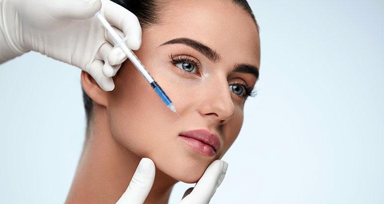 Injection d'acide hyaluronique pour les lèvres à Livry Gargan en Seine Saint-denis 93 - Dr Wycisk